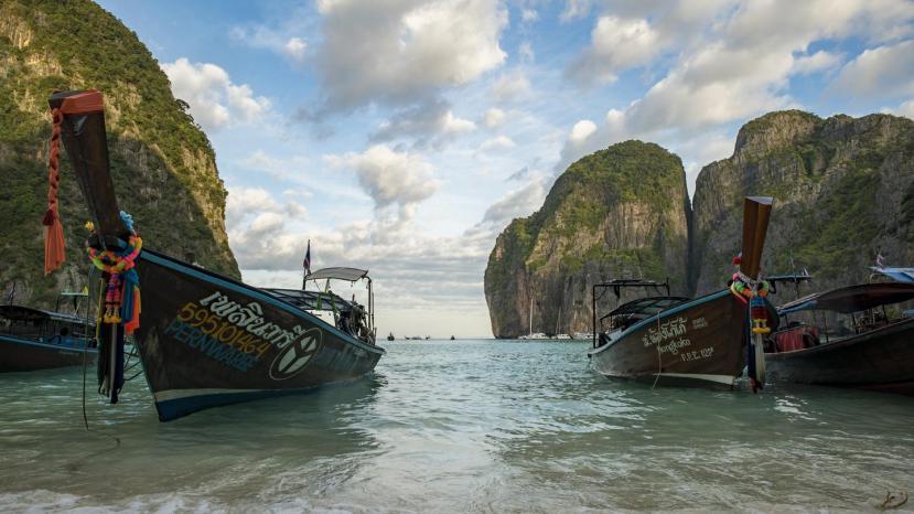 itinerary_lg_Thailand_Koh_Racha_Noi_Maya_Bay_Beach_Shore_Local_Boats_-_DSC00905_Lg_RGB